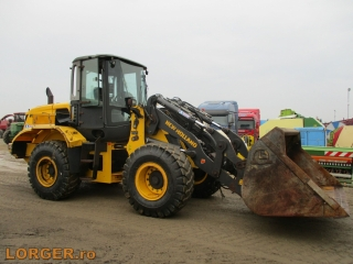 new-holland-w-130-b_1